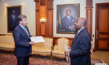 Gabon: Ali Bongo reçoit les lettres de créance de quatre nouveaux ambassadeurs accrédités