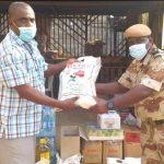 Gabon: le maire d'Oyem offre des denrées alimentaires aux prisonniers, au CHRO et à l'orphelinat