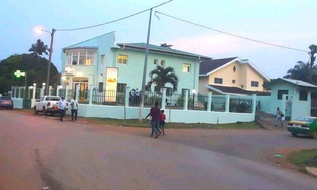 Gabon: le Pr Nzouba inaugure sa polyclinique à Mouila