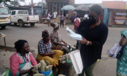 Distribution gratuite de masques aux femmes commerçantes de Libreville à l'occasion de la fête des mères