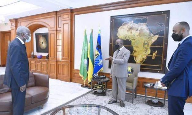 Gabon: Julien Nkoghe Bekale salue le retour de Jean Eyeghe Ndong aupres d'Ali Bongo